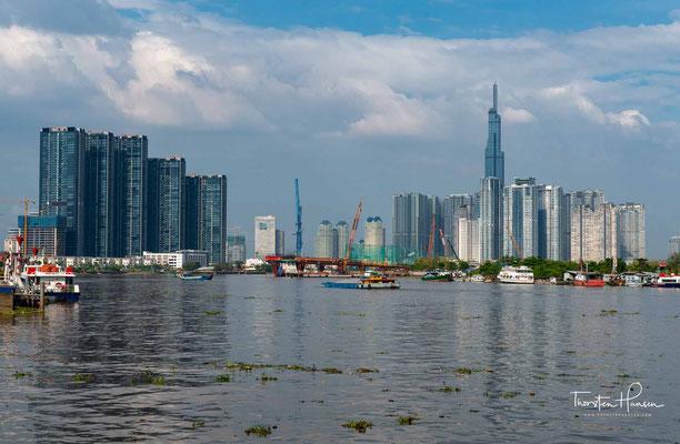 Der Saigon (vietnamesisch Sông Sài Gòn) ist ein Fluss in Kambodscha und Vietnam. Südöstlich von Ho-Chi-Minh-Stadt mündet er in den Đồng Nai, der ab dieser Stelle dann Nhà Bè genannt wird.