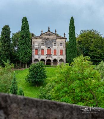 Villa Contarini detta Degli Armeni aus dem 18. Jh. Die Anlage wurde 1558 von der venezianischen Familie der Surian erbaut und ging dann durch Erbschaft in den Besitz der Contari über.