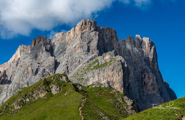 Die Nordwand wurde 1914 durch einen misslungenen Begehungsversuch der Seilschaft Hans Dülfer und Luis Trenker bekannt