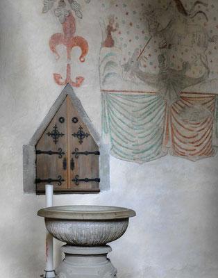 Taufbecken in der Kirche von Öja auf Gotland