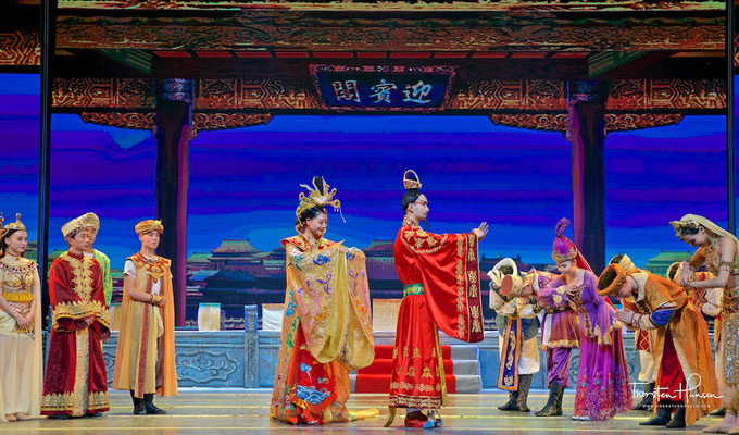 Legend of Dunhuang Show – 'Silk Road, Flower Rain' 丝路花雨