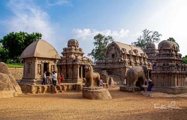 Bei den Fünf Rathas (Pancha Ratha) handelt es sich um eine Gruppe von fünf monolithischen Tempeln. Als ratha wird ein hinduistischer Prozessionswagen bezeichnet, der einen Tempel nachbildet.