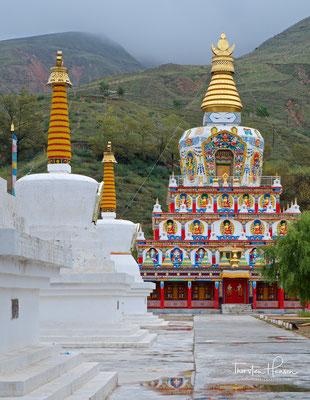 Tibetischen Stupas in Wutong Kloster, eines der berühmtesten tibetischen Klöstern in China