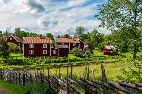 Es gilt als das Paradebeispiel eines komplett erhaltenen Bauerndorfes mit zugehöriger Kulturlandschaft des 18. und 19. Jahrhunderts in Schweden.