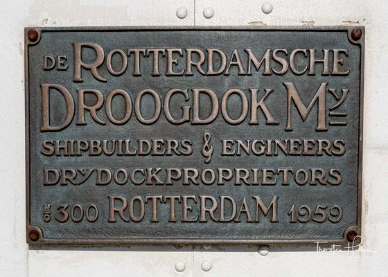 Nach einer letzten Galafahrt unter Kapitän Peter Bos wurde die Rotterdam am 30. September 1997 verkauft und durch die neue Rotterdam ersetzt.