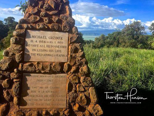 Grab der Familie Grzimek am Ngorongoro-Krater