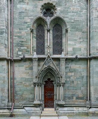 Der Dom wurde auf der Grabstätte des Königs Olav Haraldsson errichtet, der 1030 in der Schlacht von Stiklestad fiel.