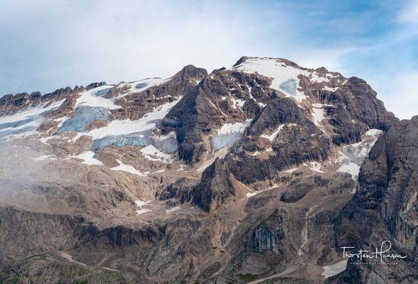 Doch es schneite immer weiter und hörte gar nicht mehr auf, bis schließlich die ganze Marmolata von einem Gletscher bedeckt war.