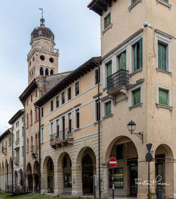 """""""Contrada Granda"""" ist die traditionelle Bezeichnung der Hauptstraße im historischen Zentrum von Conegliano."""