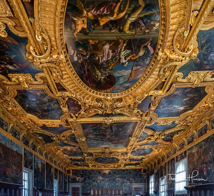 """Großer Saal Decke im Hintergrund """"Das Paradies"""". Es handelt sich um den größten ungestützen Saal Europas."""