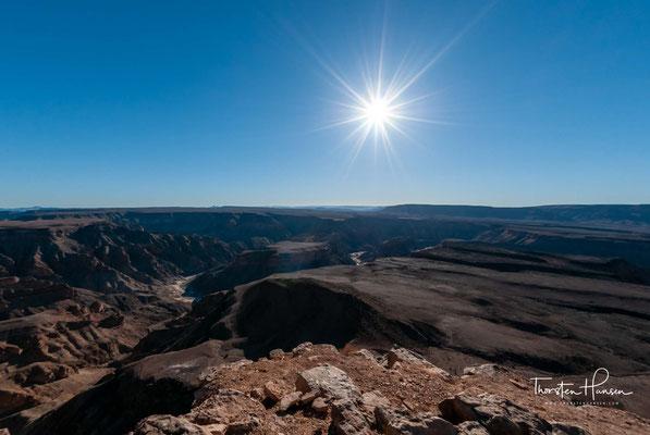 Touristen müssen sich anmelden. Zu beachten ist, dass in den Sommermonaten wegen der starken Hitze kein Abstieg in den Canon erlaubt ist, auch nicht als geführt Tour, dies ist nur in den Monaten April bis September gestattet.