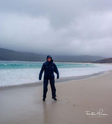 ie Bucht wird durch einen Isthmus aus Sand zwischen den erodierten Granitbergen Freycinet und Graham gebildet, die vor etwa 400 Millionen Jahren entstanden sind