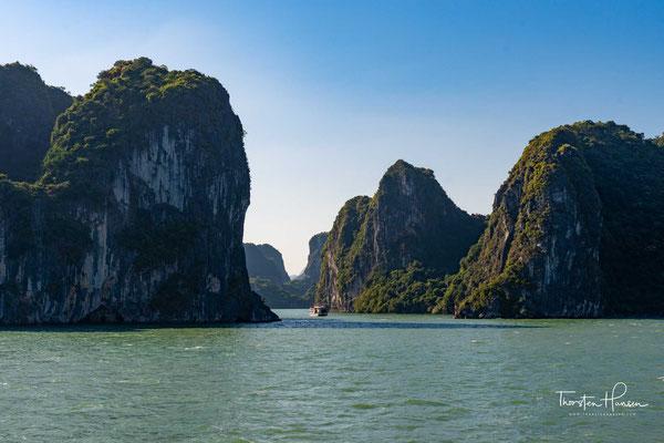 Der Legende nach entstand die Bucht durch einen Drachen, der nahe am Meer in den Bergen lebte.