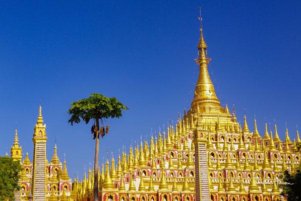 Sie wurde zwischen 1939 und 1952 erbaut und gilt als schönste Pagode in ganz Myanmar.