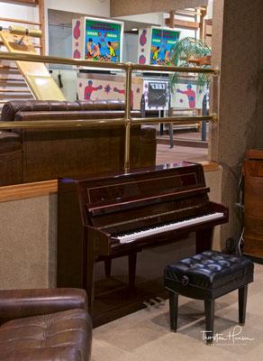 Auf diesem Klavier spielte Elvis sein letztes Lied bevor er starb