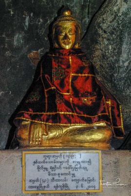 Seither haben sich in der Höhle mehr als 8000 Buddhastatuen angesammelt. Die ältesten stammen aus dem 18. Jahrhundert, und neue Votivgaben kommen bis heute hinzu.