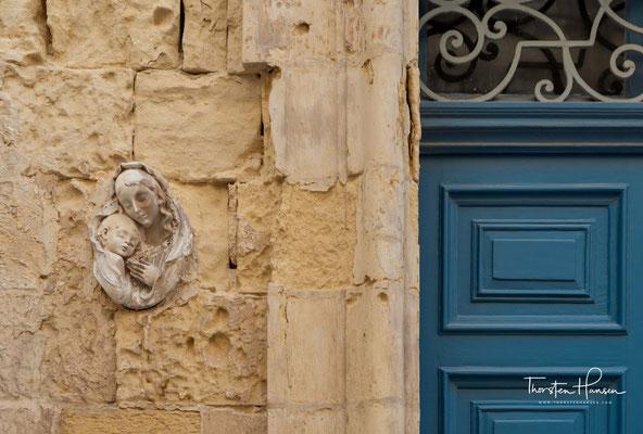 Da bald offensichtlich wurde, dass Malta von der Küste her günstiger zu beherrschen war, musste Mdina den Hauptstadtstatus an Birgu abtreten.