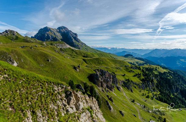 Einer der acht Südtiroler Naturparks nennt sich Puez-Geisler und umfasst, wie der Name bereits sagt, das Gebiet rund um die bekannte Geislergruppe und Puezgruppe.