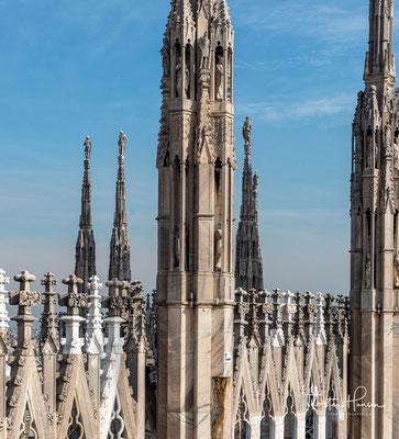 Doch schritt im 17. und 18. Jahrhundert der Bau nur langsam voran, obwohl er sich auf Arbeiten an der Fassade reduzierte.