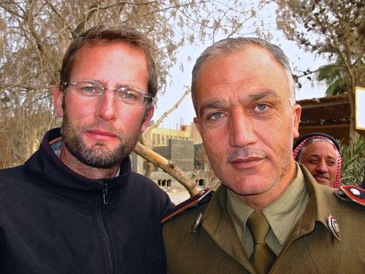 Gruppenfoto mit Talal, dem Polizisten