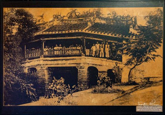 Die Bauzeit der ersten Variante der später mehrfach zerstörten Brücke erstreckte sich über zwei Jahre von 1593 bis 1595. Der Bau ist auf Kaufleute einer wohlhabenden japanischen Handelsgilde in der Stadt zurückzuführen.