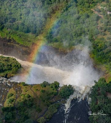 Die Nord-Süd-Kluft, die unmittelbar vor Entstehung der Victoriafälle ausgeräumt wurde, ist der sogenannte Boiling Pot am östlichen Ende des heutigen Wasserfalls.