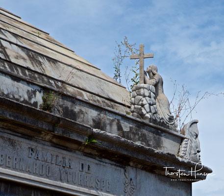 Der Friedhof wurde von dem französischen Ingenieur Próspero Catelin angelegt und 1881 von dem italienischen Architekten Juan Antonio Buschiazzo neoklassizistisch umgestaltet.