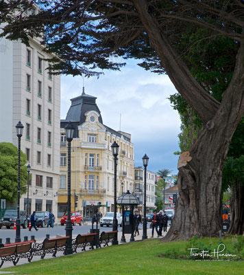 Punta Arenas liegt im äußersten Süden des Landes an der Magellanstraße und auf der Brunswick-Halbinsel. Sie streitet sich mit anderen Städten um die Ehre, südlichste Stadt der Welt zu sein