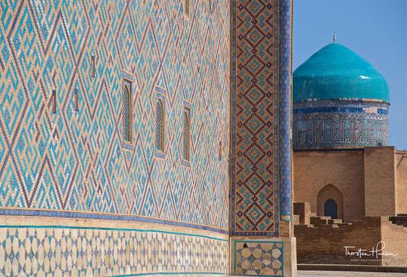 Obwohl in Teilen unvollendet, ist es eines der größten und am besten erhaltenen Bauwerke aus der Zeit Timurs.