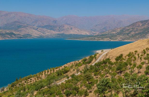 Die Talsperre Chorvoq ist ein Stausee im Nordosten der Provinz Taschkent in Usbekistan, der den Fluss Chirchiq am Zusammenfluss dessen Quellflüsse Piskom und Tschatkal aufstaut.