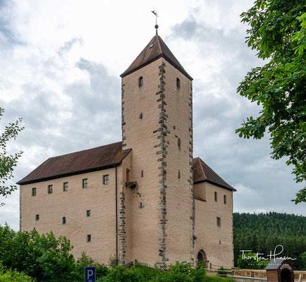 Aus dieser Schlacht zwischen Ludwig dem Bayern und Friedrich auf der Ampfinger Heide bei Mühldorf am 28. September 1322 ging der Habsburger als Verlierer hervor und wurde auf der Burg gefangen gesetzt.