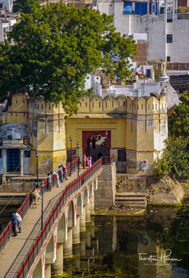 Udaipur (Hindi: उदयपुर, Udayapur) ist eine Großstadt (Municipal Corporation) mit rund 470.000 Einwohnern im Süden des indischen Bundesstaates Rajasthan.