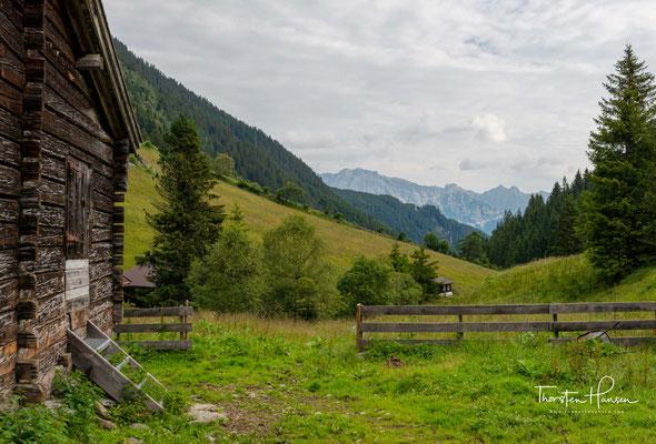 In die faszinierende Bergwelt Tirols lässt es sich am besten während eines Wanderurlaubs eintauchen. Mehr als 24.000 Kilometer markierte Berg- und Wanderwege hat Tirol zu bieten.