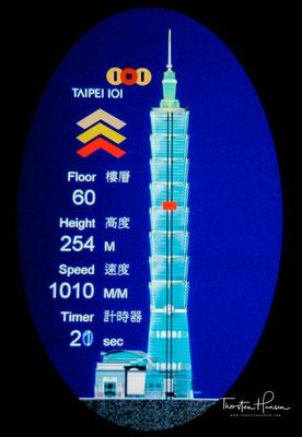 Auch der Jin Mao Tower in Shanghai ist nach der Form der 8 konstruiert. Außerdem wurde das Gebäude nach der Feng-Shui-Lehre erbaut.