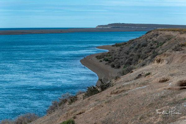 Die etwa 3625 km² große Halbinsel Valdés (spanisch Península Valdés) liegt im Departamento Biedma der argentinischen Provinz Chubut an der Atlantikküste.