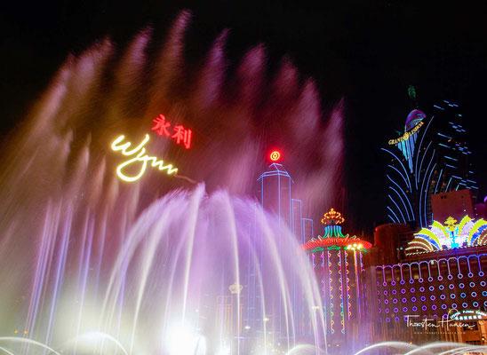 Das Wynn Macau verfügt über 600 Hotelzimmer und Suiten, ca. 212 Spieltische und 375 Spielautomaten. Zudem gibt es fünf Restaurants, ein Einkaufszentrum und ein Atrium.