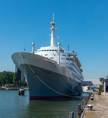 Die Rotterdam, für die Holland-Amerika-Lijn gebaut, wurde im Liniendienst zwischen Rotterdam und New York mit Zwischenstation in Le Havre eingesetzt