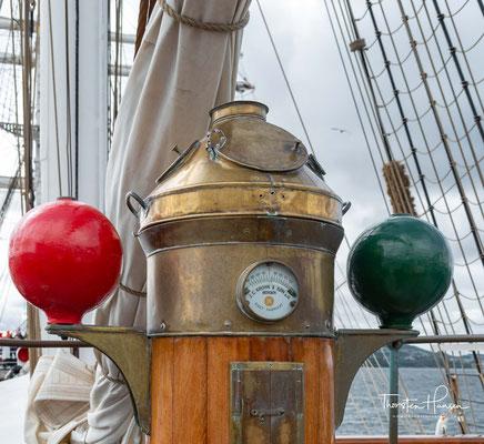 Das über 100 Jahre alte Schiff nahm und nimmt an verschiedenen internationalen Segeltreffen mit Erfolg teil
