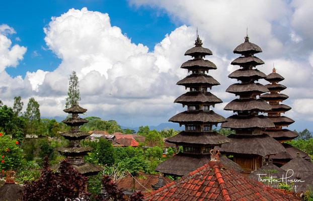wenn die Rajas Balis erscheinen und ihren Vorfahren opfern.