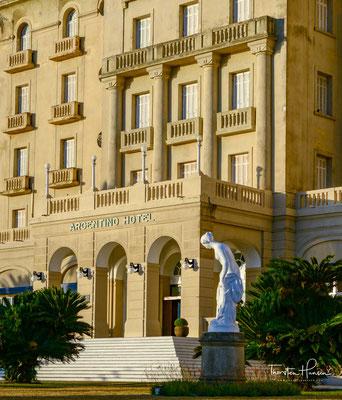 1930 eröffnete Francisco Piria, der Erfinder des Piriápolis-Spas, nach 22 Reisen nach Europa dieses Hotel nach dem Vorbild und der Ähnlichkeit der großen Hotels der Côte d'Azur. Er importierte aus Europa das Beste und Modernste; Möbel, Dessous, Geschirr,