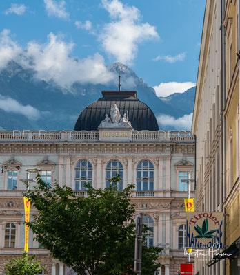 """Frontansicht des Ferdinandeums. Das Tiroler Landesmuseum wurde 1823 als Verein mit dem Zweck der """"Förderung und nachhaltigen Entwicklung der Kunst, Kultur, Wissenschaft und Forschung"""" in Tirol gegründet"""