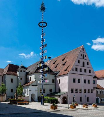 Das Alte Schloss in Neustadt an der Waldnaab wurde im 16. Jahrhundert als Burg der Heidecker von Johann Georg von Heydeck (1545–1564) auf der Basis eines Vorgängerbaues der Grafen von Altendorf (vermutlich aus dem 13. Jahrhundert) errichtet.