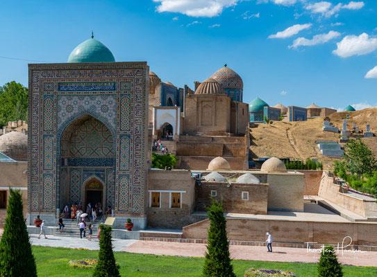 Ab dem 14. Jahrhundert wurden die Adligen der Timuriden hier bestattet. Die gut erhaltenen Bauwerke befinden sich im nordöstlichen Teil der Stadt Samarqand in Usbekistan am Hang des Tells von Afrasiab.
