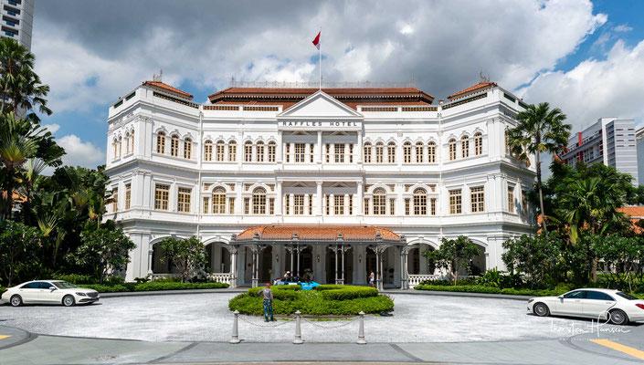 Das Raffles Hotel (chinesisch: 莱佛士酒店) ist ein 1887 im Kolonialstil errichtetes Hotel in Singapur, das nach dem Gründer Singapurs, Sir Thomas Stamford Raffles, benannt ist.