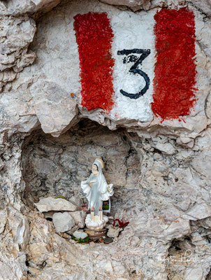 Ein wenig göttlicher Beistand kann nicht schaden, bevor es zu den beiden Aufstiegen in die Roa- und in die Nives-Scharte geht.