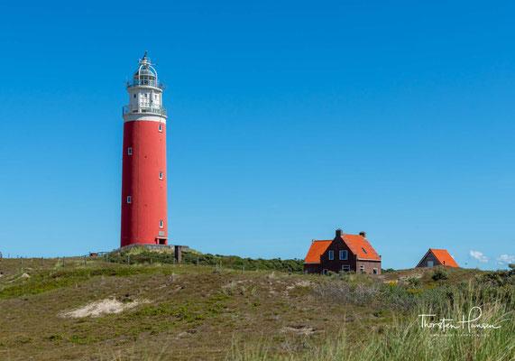Der Leuchtturm Eierland an der nördlichen Spitze der niederländischen Insel Texel. Der Grundstein wurde am 25. Juli 1863 auf einer rund 20 Meter hohen Düne gelegt.