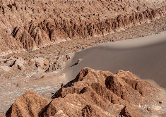 Die Atacama liegt im Regenschatten der Anden; auftretende Ostwinde sind trocken und bringen keine Niederschläge.
