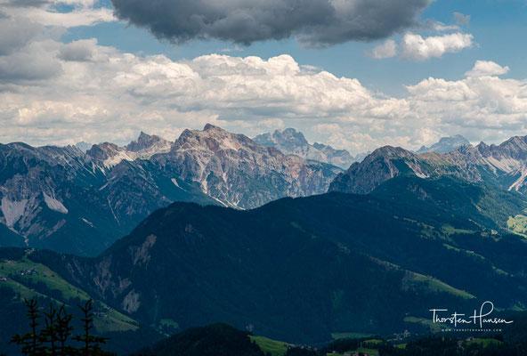 Ein Paradies mit atemberaubenden Blick auf die Nordabstürtze der Geislerspitzen und des Peitlerkofels.
