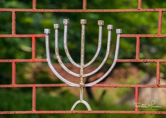 Im jüdischen Viertel Jew Town rings um die Synagoge aus dem 16. Jahrhundert finden sich an der Synagogue Lane und der Jew Town Road charmante Cafés und Geschäfte