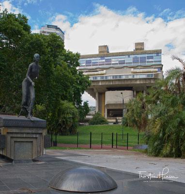 Die 1810 gegründete Nationalbibliothek der Republik Argentinien ist die größte Bibliothek in Argentinien und eine der wichtigsten in Amerika.